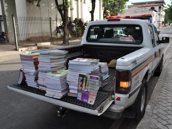 livros_encontrados_no_lixao_em_timoteo