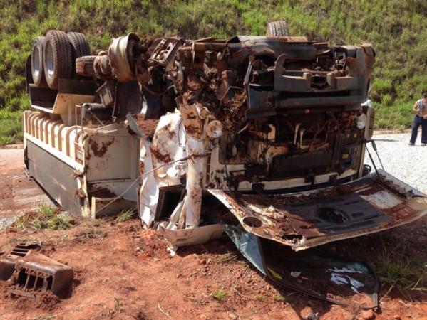 acidente_caminhoes_santa_barbara_09_04_06