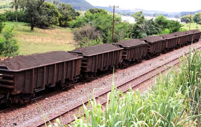 minerio_ferrovia_parado
