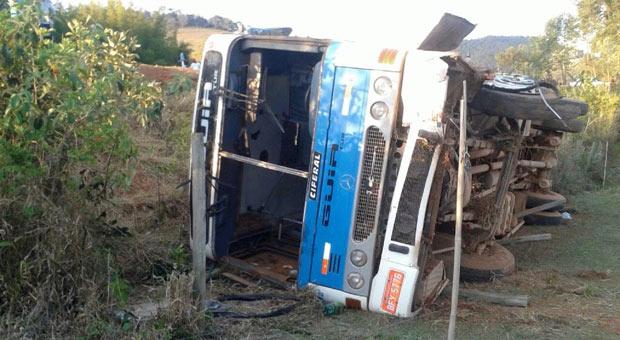 acidente_bus_desterro_de_entre_rios_1