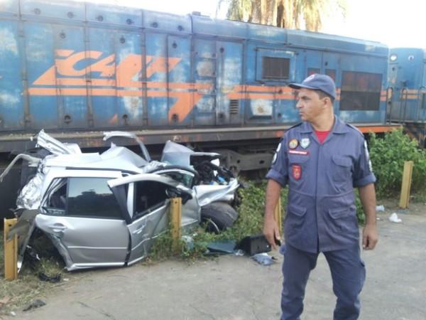 carro_esmagado_trem