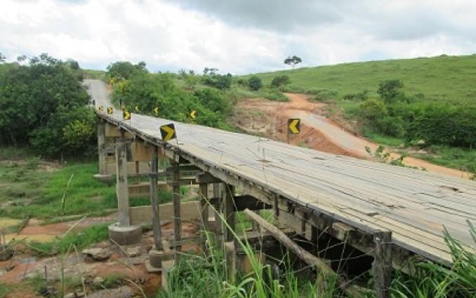 Ponte entre Almenara e Jacinto pode ser interditada