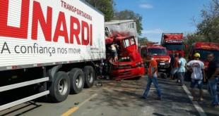 acidente_carretacaminhao_135_1