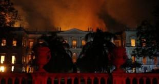 Chamas destroem Museu Nacional , na Quinta da Boa Vista, em São Cristóvão