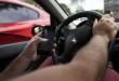 Brasília: Uso de celular ao volante. (Foto: Marcelo Camargo/Agência Brasil)