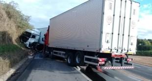 acidente_caminhoes_1